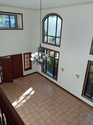Ayala Alabang 3 Bedroom Den Newly Renovated House for Rent in Ala