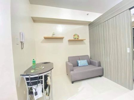 1BR with Manila Bay View Balcony for Rent at Green Residences