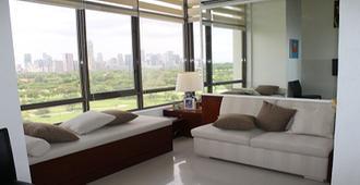 FOR LEASE: 1  Loft type Condominium Unit at Bellagio lll Condomin