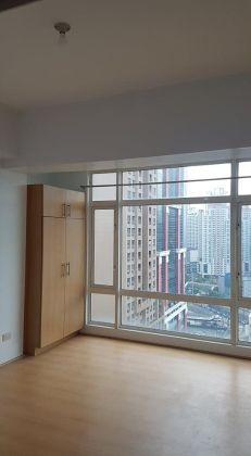 Unfurnished 1 Bedroom Unit at Oriental Garden for Rent