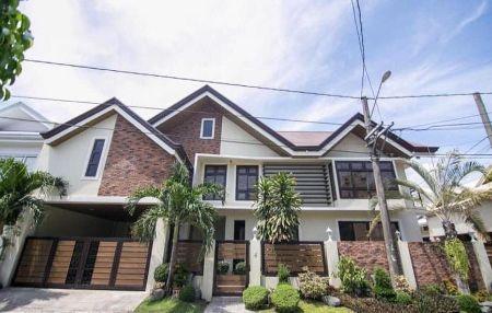 Spacious House at BF International Las Pinas City